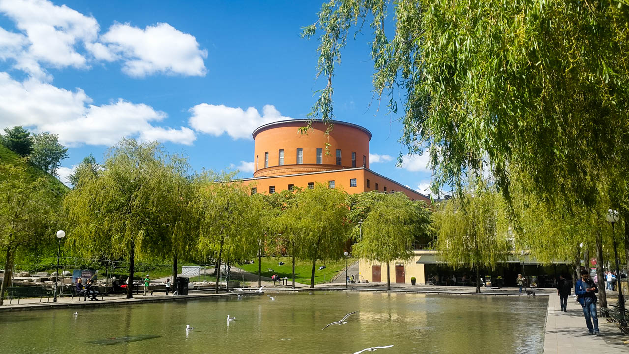 Stockholm Public Library: The Pioneer of Open Public Libraries in Sweden featured image
